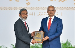 President Solih presents National Award of Recognition to Dr Abdulla Jameel, for his contributions in the field of Islamic awareness and Islamic education. PHOTO: HUSSAIN WAHEED / MIHAARU