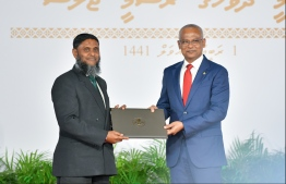 President Solih presents National Award of Recognition to Mohamed Thaufeeq Ali, for his contributions in the area of recitation and teaching of the Holy Quran. PHOTO: HUSSAIN WAHEED / MIHAARU