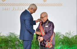 President Ibrahim Mohamed Solih confers the Order of the Distinguished Rule of Izzudeen on Abdulla Sodiq. PHOTO: HUSSAIN WAHEED / MIHAARU