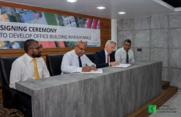 HDC's Managing Director Suhail Ahmed (L-2) and BML's CEO Timothy Sawyer (R-2) sign the agreement awarding a land plot in Hulhumale' for the development of BML's new office building. PHOTO/HDC
