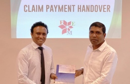 Dhivehi Insurance hands over insurance claim payment to Fuel Express. PHOTO/DHIVEHI INSURANCE