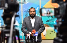 Minister of Tourism Ali Waheed speaking to the press at Velana International Airport. PHOTO: HUSSAIN WAHEED/ MIHAARU