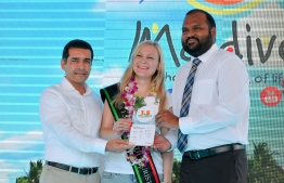 Minister of Tourism Ali Waheed (R) pictured with the 1.5 millionth tourist to visit Maldives in 2019, Marina Kazakova from Russia. PHOTO: NISHAN ALI/ MIHAARU