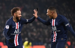 Paris Saint-Germain's Brazilian forward Neymar (L) is congratulated by Paris Saint-Germain's French forward Kylian Mbappe after scoring his team's first goal during the French L1 football match between Paris Saint-Germain (PSG) and FC Nantes (FCN) at the Parc des Princes in Paris, on December 4, 2019. (Photo by FRANCK FIFE / AFP)