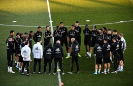 Real Madrid's French coach Zinedine Zidane (C) talks to his players during a public training session at the Ciudad Real Madrid training ground in Valdebebas, Madrid, on December 30, 2019. PHOTO: OSCAR DEL POZO / AFP