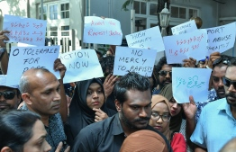Citizens protest against rape in front of the gender ministry on January 17, 2020, amidst the investigation into the sexual abuse of a 2-year-old girl. PHOTO: NISHAN ALI / MIHAARU