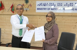 The agreement was signed by Maldives National Planning and Infrastructure's Director General Fathimath Shana Farooq and Maldives Transport and Contracting Company's Chief Executive Officer Shahid Hussain Moosa. PHOTO: MINISTRY OF PLANNING AND INFRASTRUCTURE