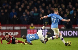 Sheffield United's Scottish midfielder John Fleck (2L) fouls Manchester City's Brazilian midfielder Fernandinho during the English Premier League football match between Sheffield United and Manchester City at Bramall Lane in Sheffield, northern England on January 21, 2020. (Photo by Oli SCARFF / AFP) / RESTRICTED TO EDITORIAL USE. No use with unauthorized audio, video, data, fixture lists, club/league logos or 'live' services. Online in-match use limited to 120 images. An additional 40 images may be used in extra time. No video emulation. Social media in-match use limited to 120 images. An additional 40 images may be used in extra time. No use in betting publications, games or single club/league/player publications. /