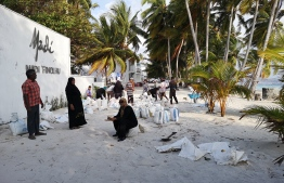 Residents of Maalhos, Baa Atoll, take part in the community initiative to curb the severe erosion taking place on the island. PHOTO: ABDULLA SHUJAU / TWITTER
